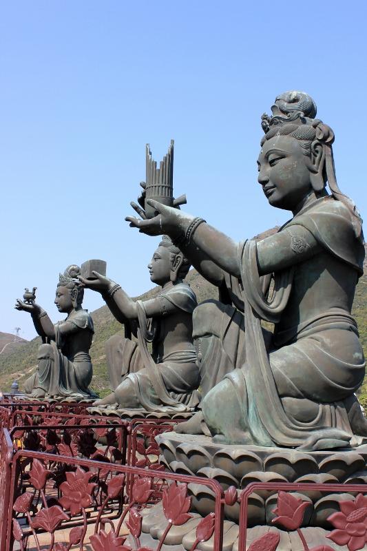 Statues at Big Buddha