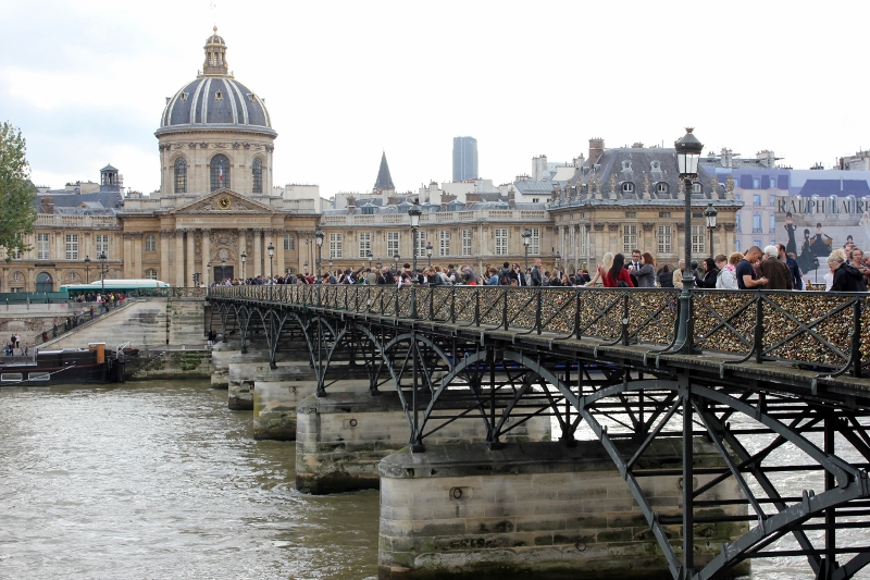 pont de arts bridge in Paris
