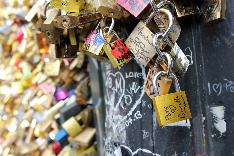 pont de arts love lock bridge