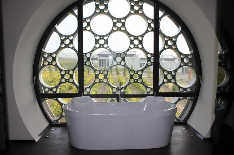 Mas Tinell Cava Bath Tub