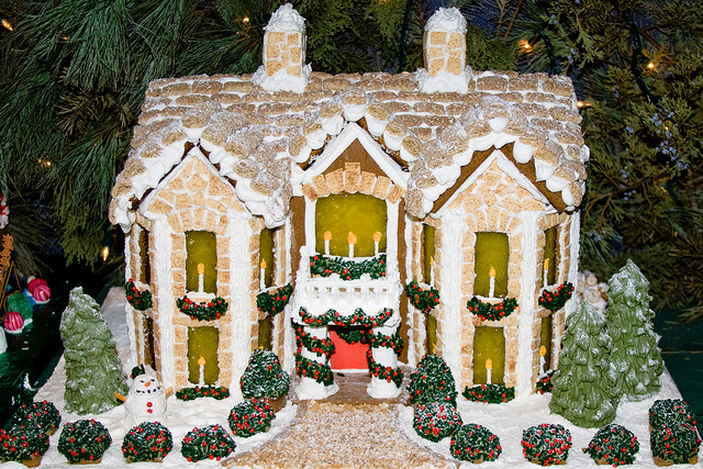 Winter Bucket List: Build a Gingerbread House