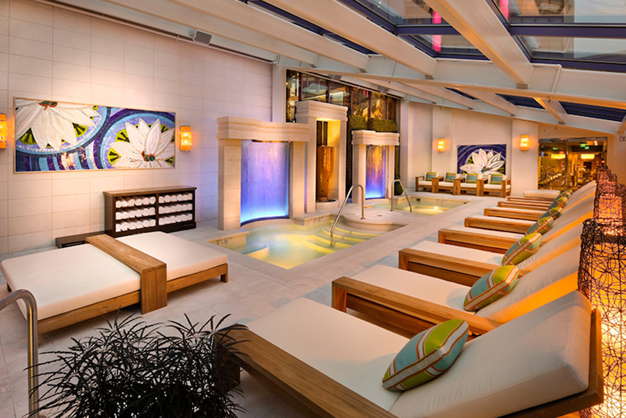 The Aqua Lounge at the Atlantis Casino Resort Spa