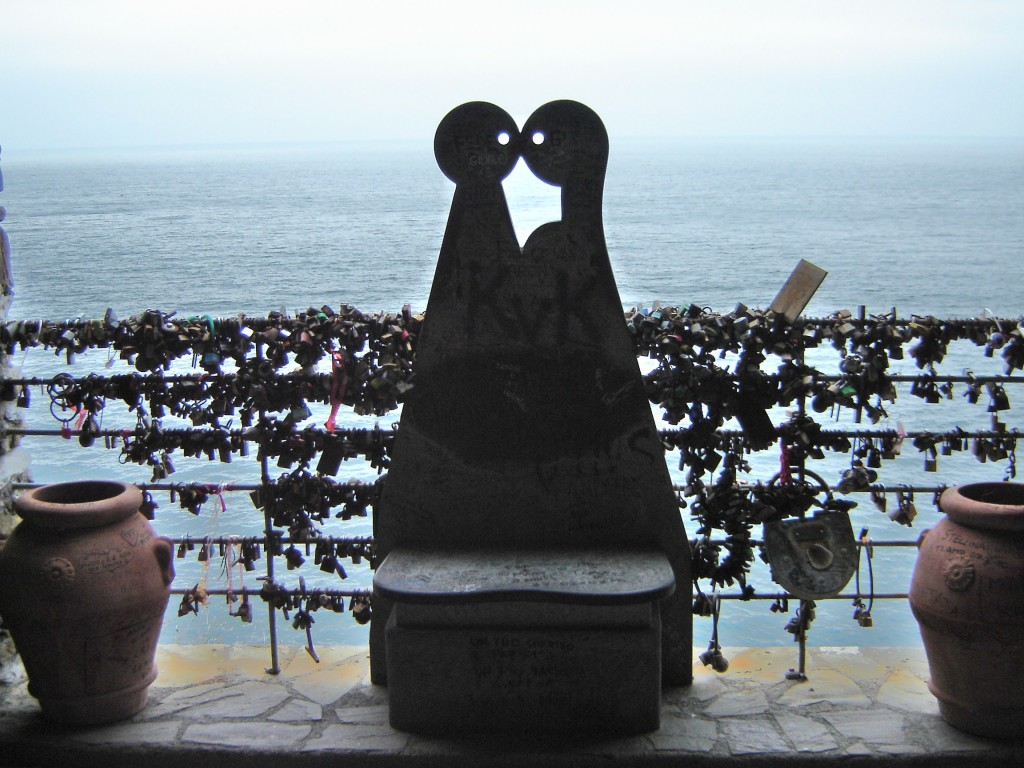 lovers bench on the Via Dell'Amore walk