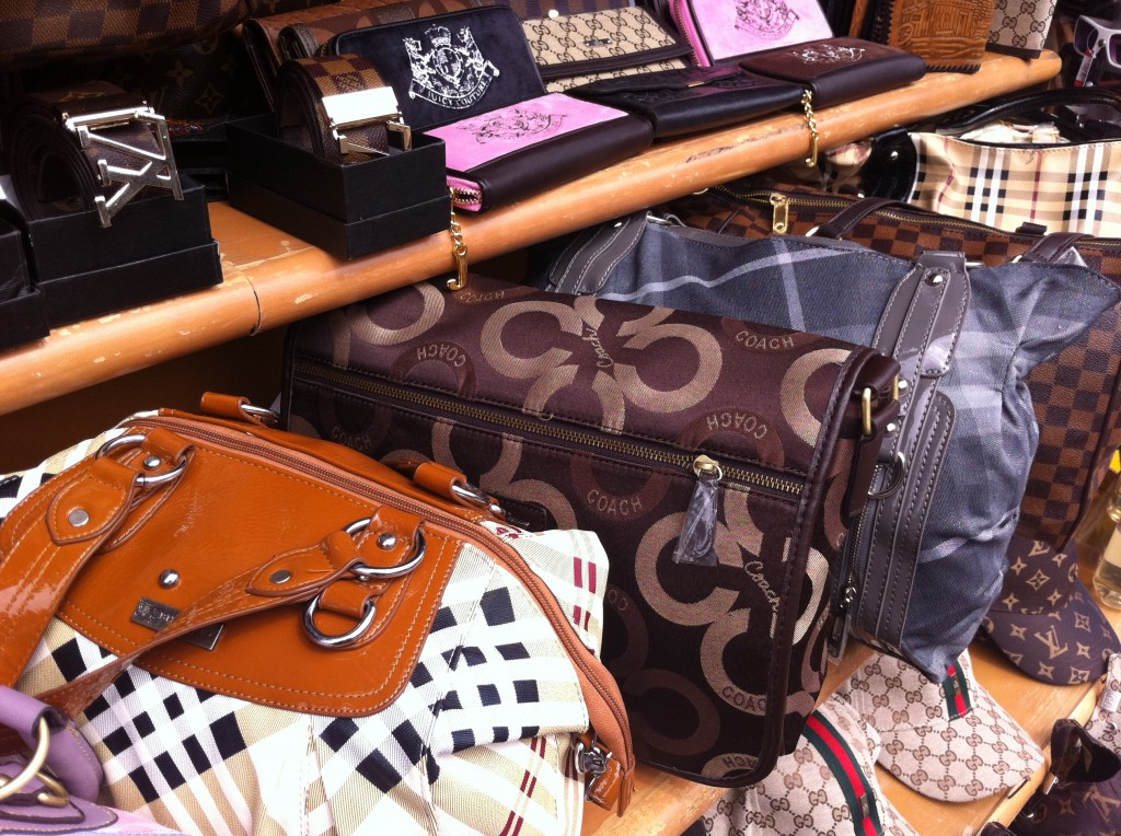 purses at la bufadora market
