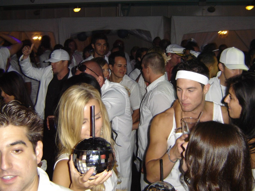 Kandy Kruise white party