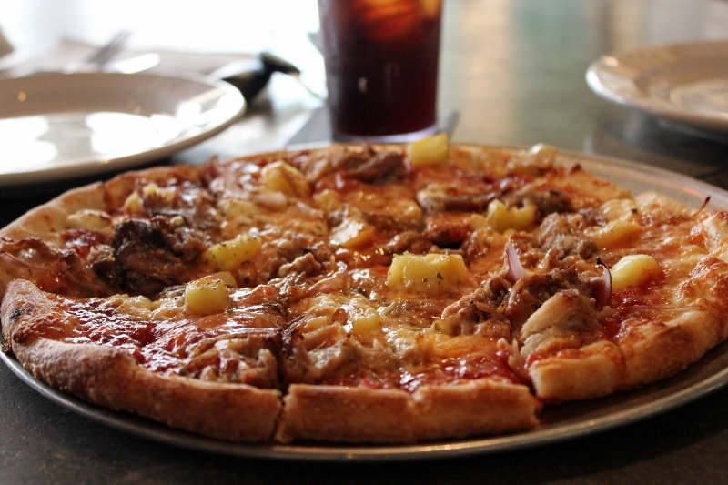 Best Things to do in Maui: Flatbread Pizza in Paia