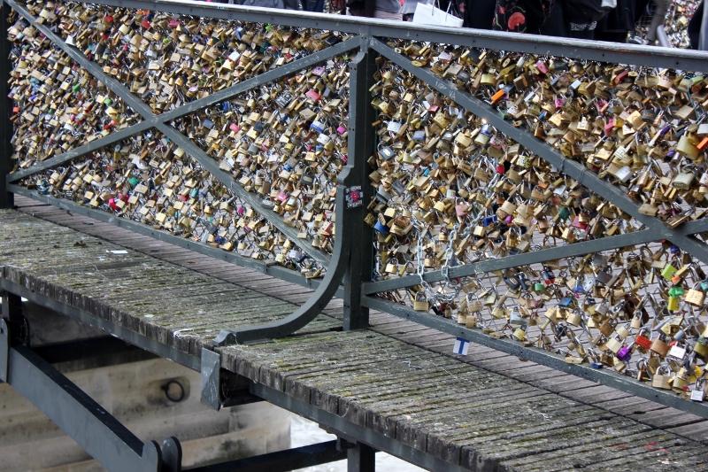 pont de arts bridge love locks in Paris