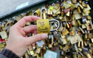 pont de arts bridge love lock