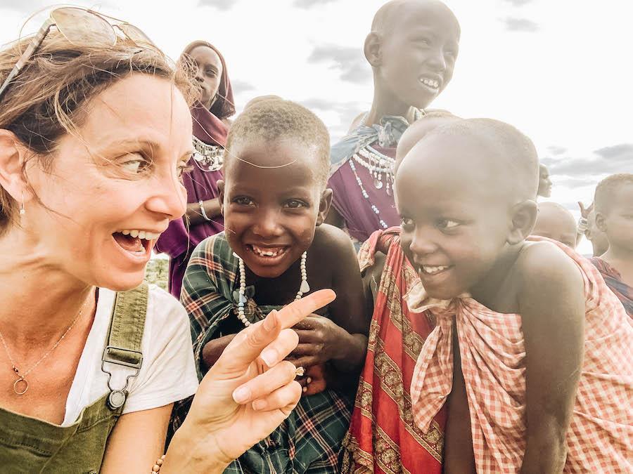 Annette White avec le peuple Massaï de Tanzanie