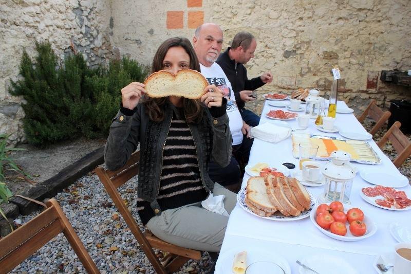 Annette White - pan con tomate