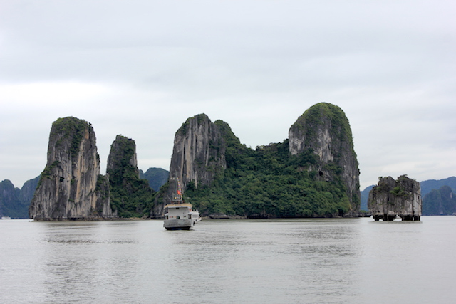 Cruise Ha Long Bay Vietnam: Life List: 100 Amazing Things To Do Before You Die
