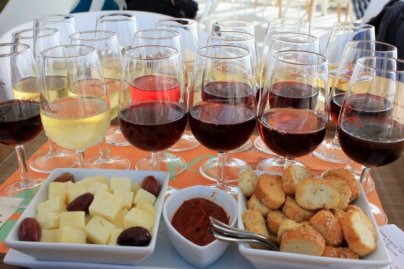 wine tasting flight in santorini