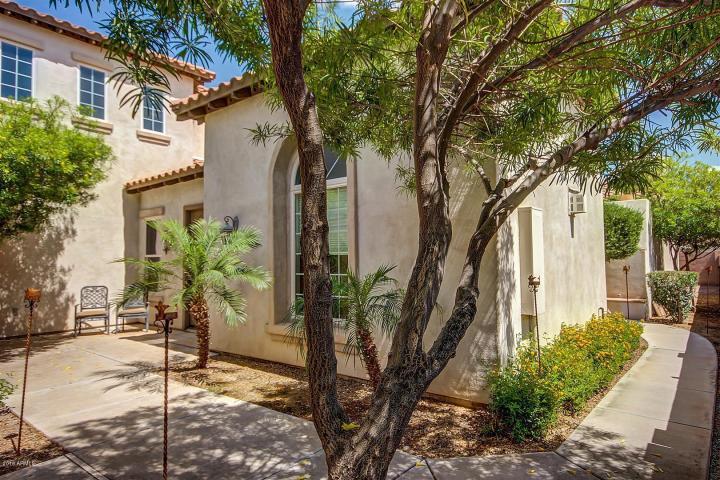 Annette White Arizona Home - Courtyard