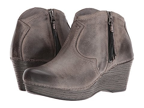 20 Cute & Comfortable Travel Boots for Women Walking the World