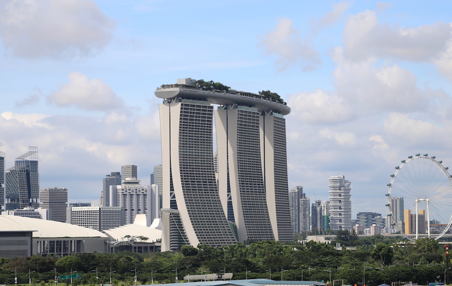 Singapore Tourist Attraction: Marina Bay Sands Hotel