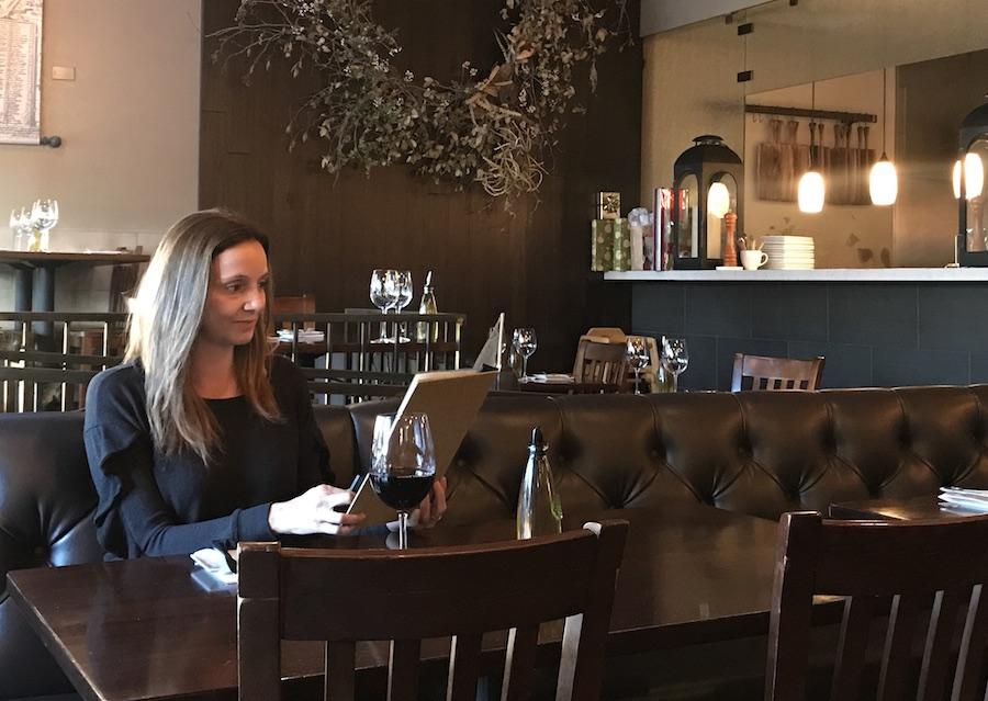 Annette White: Tips for eating out alone at a restaurant